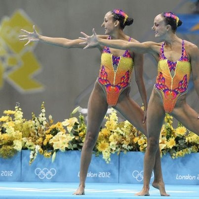 Canadian synchronized swimmers advance to final.
