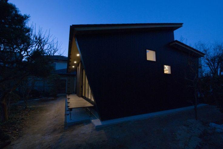 外観1(大きな柿の木とおばあちゃんの家) - 外観事例|SUVACO(スバコ)