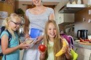 Alternativas saludables para los bocadillos de los niños | EROSKI CONSUMER. Los bocadillos, una de las opciones más utilizadas para las meriendas y los tentempiés, pueden ayudar a mantener el equilibrio de la dieta si se eligen los rellenos adecuados