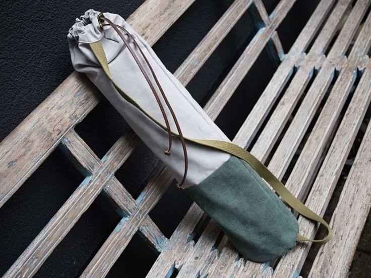 Tutorial fai da te: Come realizzare una borsa in tela e camoscio per il tappetino da yoga via DaWanda.com