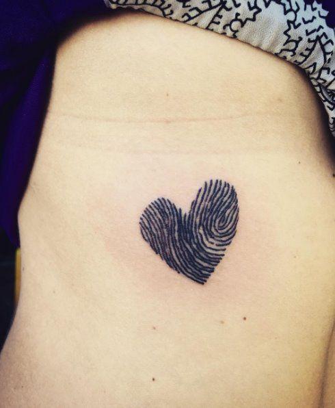Tatuaggi piccoli e femminili: l'impronta digitale  - Gioia.it