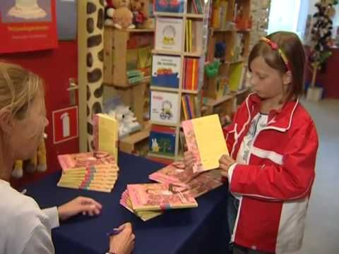 Dekke Danst - Deel 2. Elise gaat met haar buurman Erik op zoek naar de wereld van het boek. Wat is er allemaal nodig voordat het boek in de bibliotheek of boekwinkel staat? In het filmpje ook aandacht voor het Makkelijk Lezen Plein.