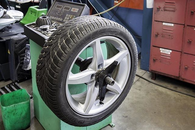 We are your local new & part worn tyre fitters. Pop in and we can check your tyres for you. We are a professional company with no pressure sales tactics! located at Tyndol House Chelmsford Road Rawreth Essex SS11 8SY or phone on 01268 561763. #mechanic #tyrefitter #tyres #replace #refit #PartWornTyres #NewTyres #thankyou #problemsolved #essex #rawreth : @rawrethtyres