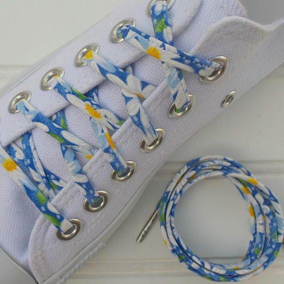 Shoelaces - with Blue Daisies - Custom Shoe Laces - Funky Bright Shoelaces - Jazz up your Shoes #cutelaces #shoelaces #blue #blueandwhite #daisy