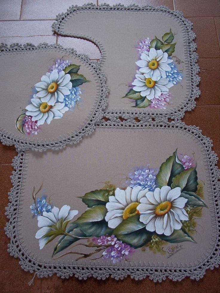 Jogo de banheiro com pintura em tecido e croche | flores