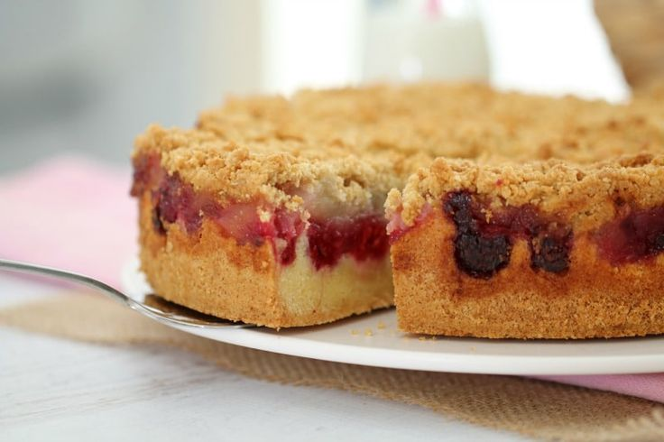 Thermomix raspberry & apple crumble cake