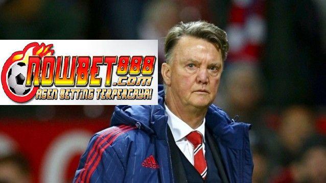 Louis van Gaal telah menolak anggapan bahwa ia di bawah tekanan lebih dari yang pernah dihadapi sebagai Fans United menjadi kurang senang dengan Van gaal .