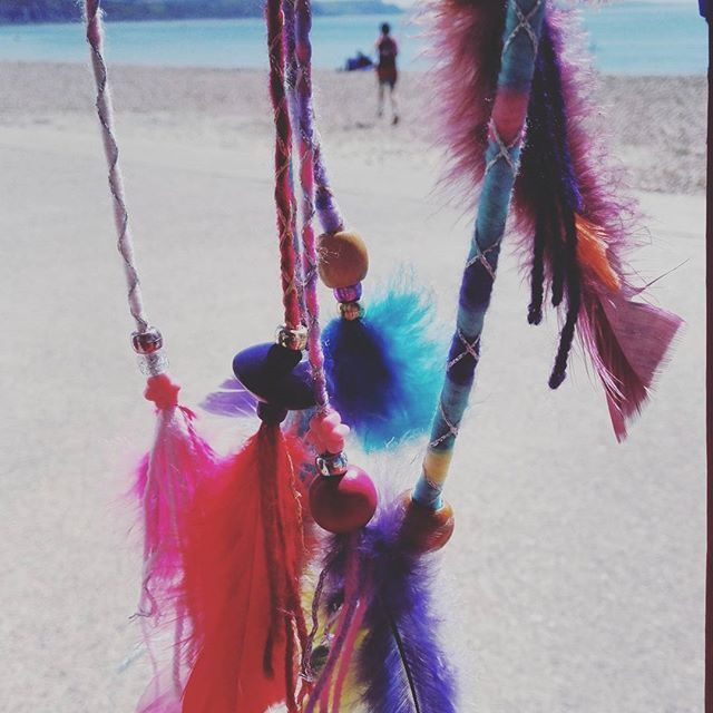 New feather clip in hair braids available on our stall or DM Us for postal or custom orders #lymebayhairandhenna  .  .  .  .  #lymeregis #summer #hairwrap #hairbraiding #hairfeathers #feathers #hippy #boho #beachbabe #newstock #henna