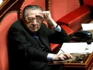 Chi era Guilio Andreotti e come la carta ha segnato la sua e la nostra vita
