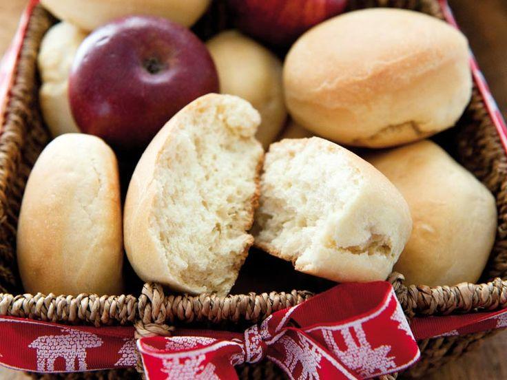 Soffice, morbido e delicato il pan brioche alle mele è una delizia assolutamente da provare. Ideale da gustare a colazione con una farcia di marmellata, il pan brioche alle mele si prepara in pochi minuti e con ingredienti sani e genuini. Provate ad assaporare questi dischetti di pan brioche in abbinamento a formaggi stagionati e…