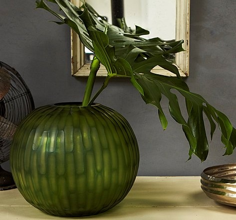Vase GOBI by GUAXS - The wonderfully iridescent, lush green tones of this vase recall the inimitable colors of nature.