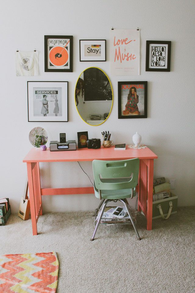 color inspiration// wall art: Desks Area, Colors Combos, Offices Spaces, Work Spaces, Workspaces, Coral Desks, Small Spaces, Pink Desks, Desks Spaces