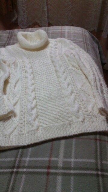 Jersey tejido a palillo  con punto estrella y trenzas