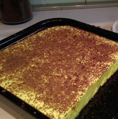 Още като бях дете баба ме научи на тази торта и до ден днешен ми е любимата, а да не говорим, че става за 15 минути
