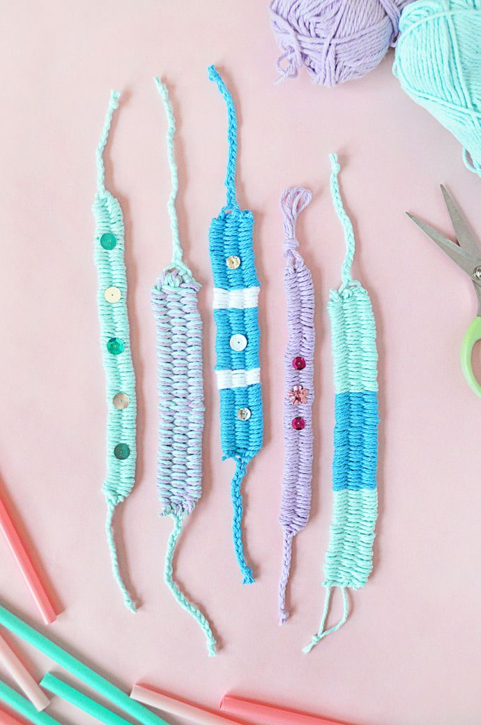 DIY Woven Yarn Friendship Bracelets BY HANDMADE CHARLOTTE One of my favorite things about these bracelets is that they look so much like the knotted embroidery thread bracelets that we all made as kids. But, these ones are much quicker and easier to do, so they're perfect for younger kids who aren't quite ready to use embroidery thread yet.