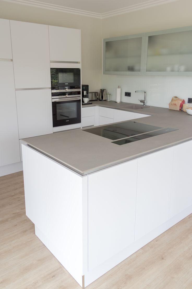 Wohnungsplane 25 Inspirationen Fur Ihre Ecke Moderne Kuche Moderne Weisse Kuchen Wohnung Kuche