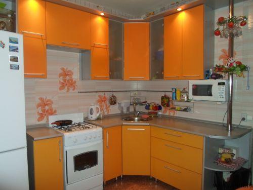 Оранжевая кухня 8 кв.м в однокомнатной квартире #orange #kitchen