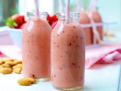 Receta de Licuado de Fresas y Almendras | Una alternativa de desayuno es un delicioso yoghurt licuado con fresa y nuez. Estos sabores combinan delicioso!