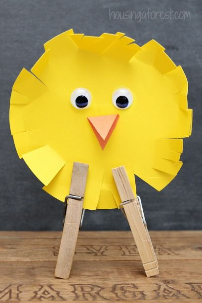 Simple Easter Chicks. Cut a circle and fringe it. Add features & clothespins for feet.  Use pop up chick idea with fringe?