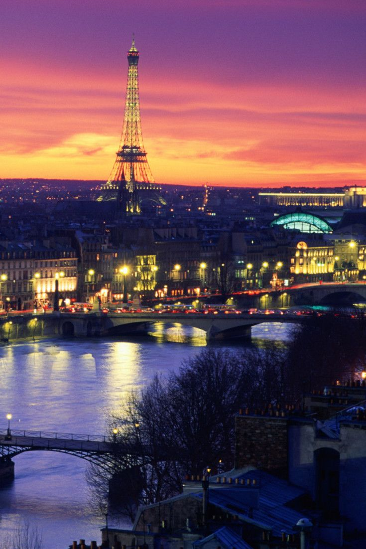 Here are the top 20 free things to do in Paris. Perfect if you're traveling on a budget or just want an authentic Parisian experience!