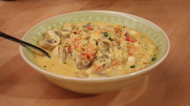 Champinjoner Do Pyaza Du kan byta ut svamp mot räkor, fast vit fisk eller kyckling.