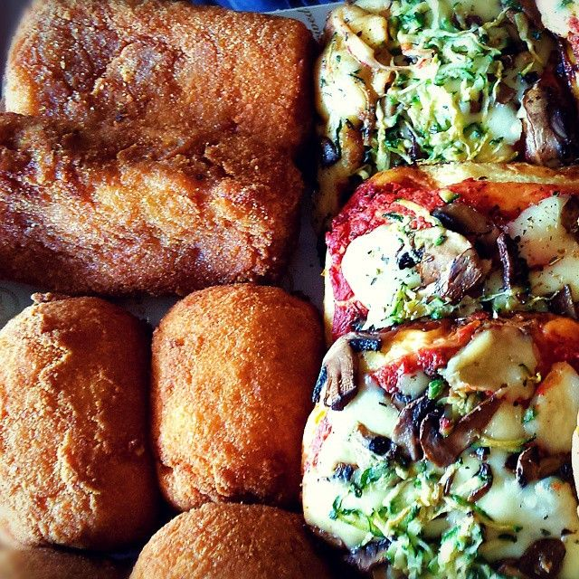 Buon #pranzo in ritardo: spitini, #arancine e pizzette  #crocche #streetfood #food #freetime #foodporn #foodie #instafood #Palermo #sicily #italy #italia #eataly #madeinsicily #cibodastrada #instamood #chef #cook #tasty #foodpic #lunch #dinner #breakfast #yum #foodgasm #delicious #foodlover #foodblogger #italianfood