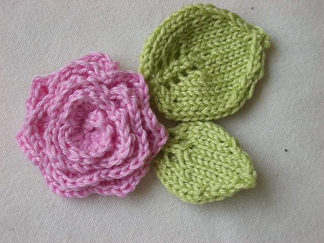 Free Knitted Flower Brooch Patterns : 8 best images about Flowers/Knitted on Pinterest Brooches, Free pattern and...