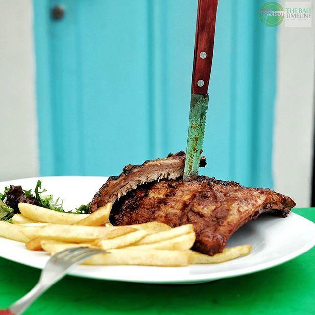 Food Blog Bali  #Food: Wahaha Pork Ribs #Delicious: 3/5 #Foodcious: banyak tempat makan yang menawarkan Pork Ribs. Dan setiap tempat memiliki resep masing-masing yang menciptakan cita rasa yang berbeda pula.  Jadi untuk pencinta pork ribs semakin banyak pilihan tempat untuk menikmati menu yang fenomenal ini. Yang belum coba disini langsung meluncur    @wahaha_ribs  Rp 180k  Jl Sunset Road Barat No. 1689 Seminyak    #porkribs #bbq #grilled