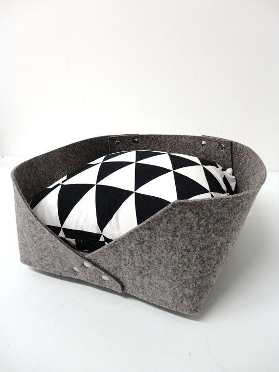 Modern cat felt bed Minimal design cats and small dogs