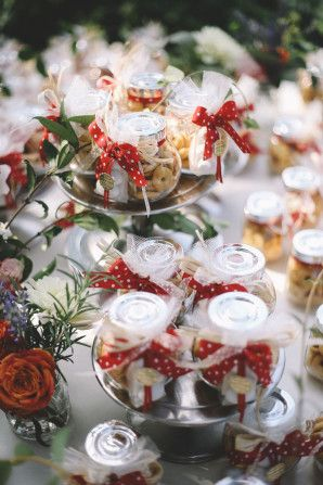 edible favors http://weddingwonderland.it/2015/05/matrimonio-rockabilly-colorato.html