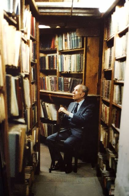 Borges todo el año: Jorge Luis Borges: Nacionalismo - Foto: Borges en su biblioteca - Cortesía Martín Hadis
