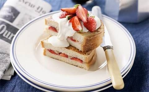 Fruit and yoghurt French toast: French toast that is decadently delicious without the unwanted calories.