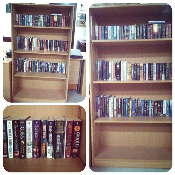 For Sale Bookshelves Price 15 Bd للبيع مكتبة كتب بحالة ممتازة السعر 15 Bd Tel 33770050 In 2020 Home Decor Decor Shelves