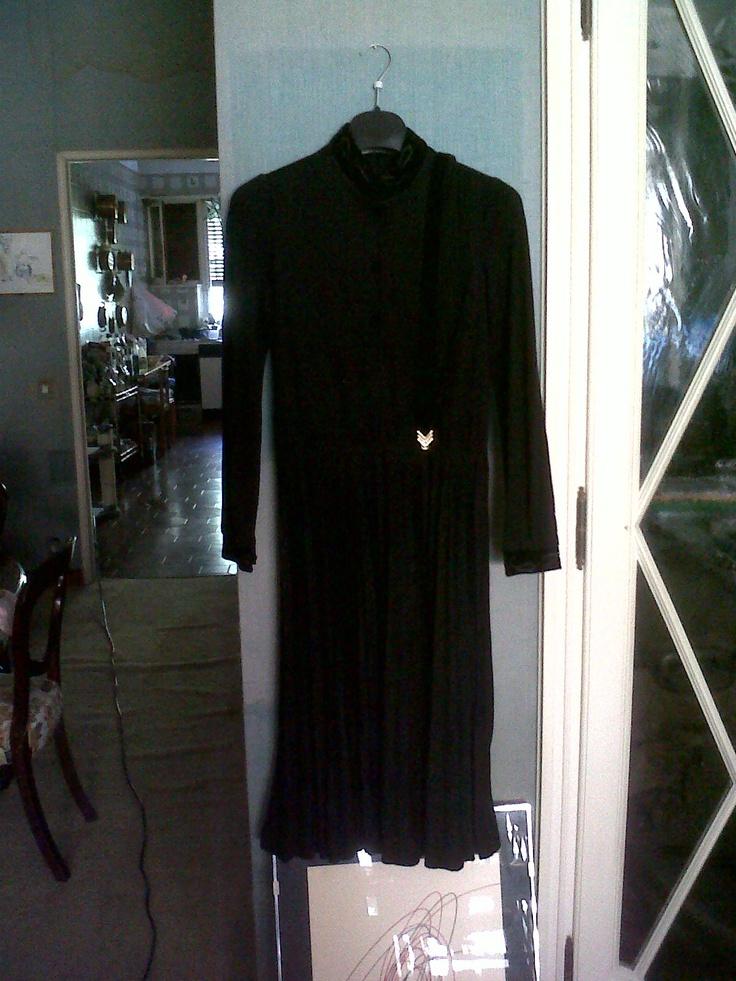 jersey and velvet black evening dress. Nice belt in velvet and golden clasp