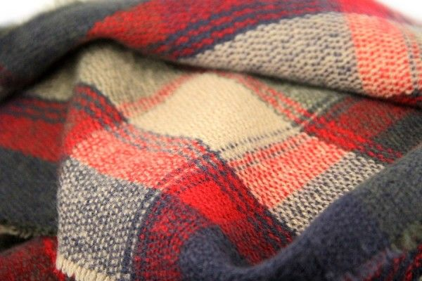 Les 303 meilleures images propos de echarpe tartan sur pinterest zara jupes cossaises et - Grosse echarpe plaid ...