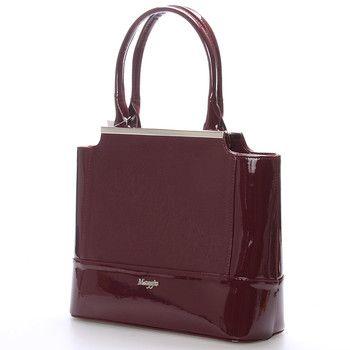 #kabelka #Maggio Luxusní vínová lakovaná kabelka Maggio z kolekce 2016. Kabelka má saffianové čelo. Je malá, pevná, uvnitř jsou menší kapsy na drobnosti. Zapínání zipem má po celé délce. Na zadní straně má praktickou kapsu na zip. S touto kabelkou si můžete vyjít na ples, recepci, či do divadla. Novinka.