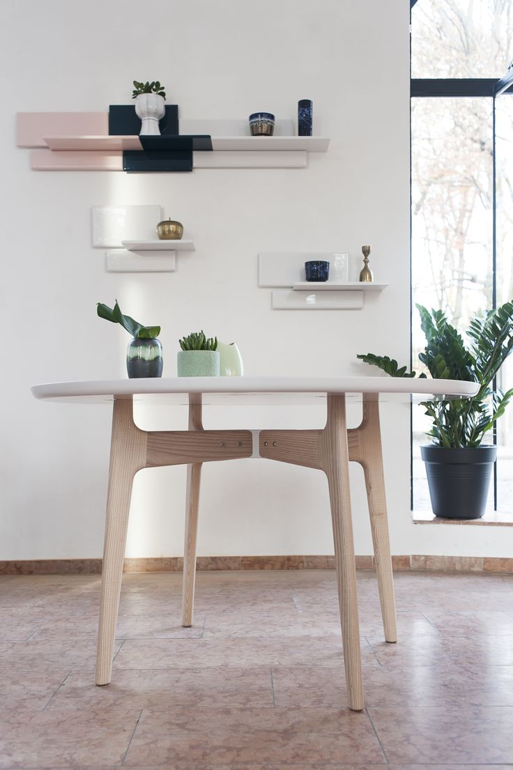 NORTE round dining table and AZULEJOS stackable wall shelves // PopUpStore at A.P.R. Munich