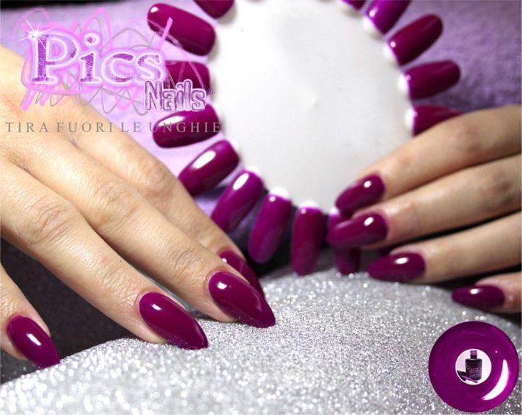 Smalto Semipermanente Viola Neon: un colore femminile e deciso, per mani eleganti e perfette fino a 15 giorni e oltre!