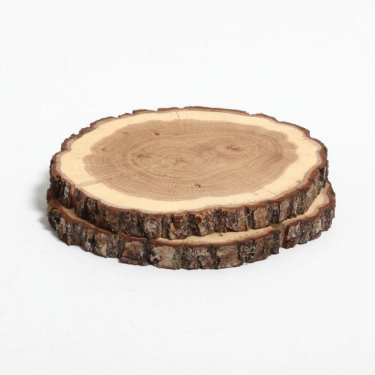 Set de 2 dessous-de-plat en chêne - Place à l'authenticité avec ce duo de dessous-de-plat en bois de chêne ! Provenant directement d'un tronc de chêne, ces accessoires au style intemporel misent sur un aspect naturel évident. Intégrés dans une décoration de table brute, naturelle ou même contemporaine, ces dessous-de-plat uniques ponctueront tous vos repas d'un esprit 100% nature !