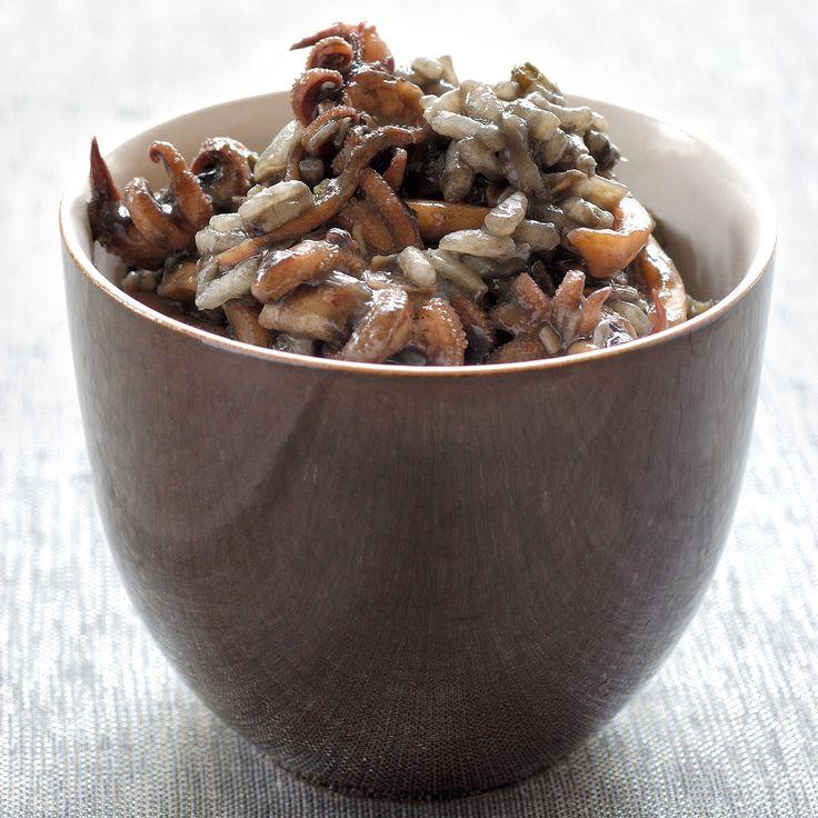 Découvrez la recette Risotto à l'encre de seiche sur cuisineactuelle.fr.