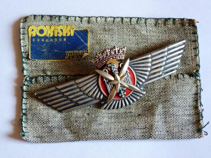 It´s an original wings made in silver by Rokiski in his workshop in Madrid in the late 30´s or early 40´s, including the ultrarare cloth bag. You can´t overcome it. This model was made between 1939 and 1942 only.