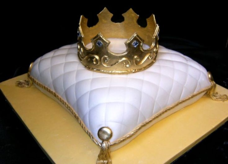 Cake With Crown On It : 1000+ ideas about Pillow Cakes on Pinterest Fondant ...