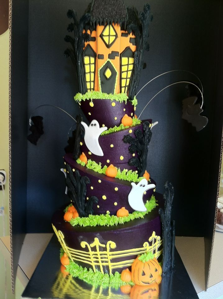 Edible haunted house cakes haunted house cakes pinterest for Pinterest haunted house