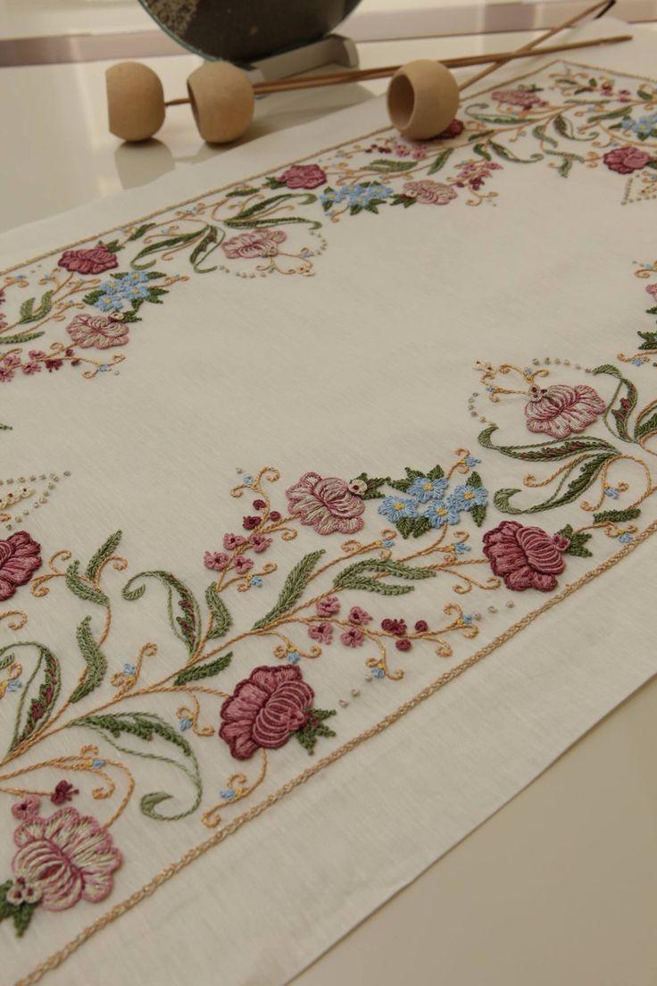 Brazilian embroidery bedspread designs - Broderie Crewelpuffcomforterjacobean Embroiderymassrococoquilthardanger