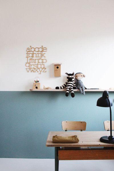 Halb hoch und blaugrün. Eine schöne Wand im Kinderzimmer. #Kolorat #Wandfarbe #Kind