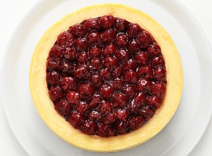 Bademli kıtır cheesecake hamuru üzerine vişne soslu New York usulü vişneli cheesecake...