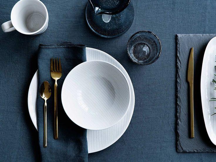 tableware com talheres dourados