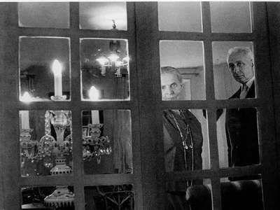 Doisneau aragon et elsa triolet 1963 pas de deux for Elsa au miroir aragon