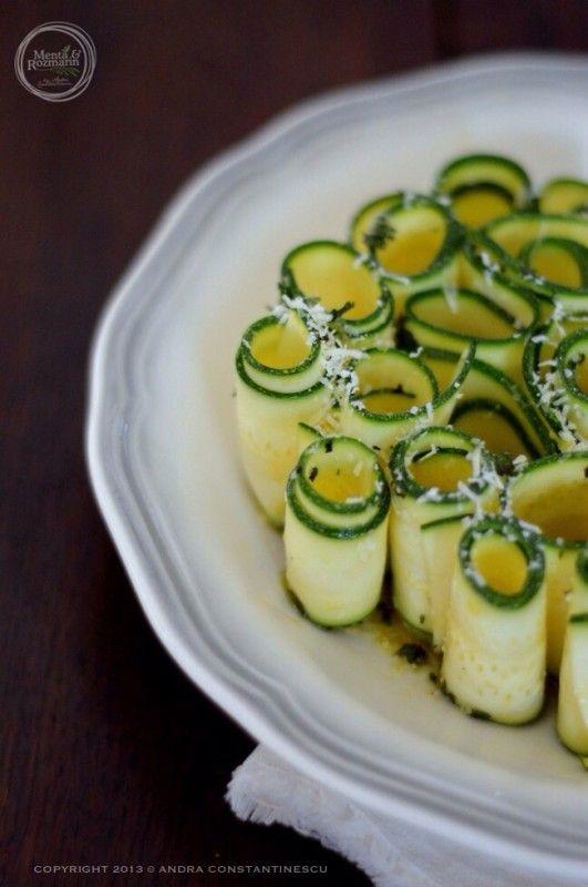 Retete vegetariene cu stil: Salata raw de zucchini cu Grana Padano si menta - Menta & Rozmarin