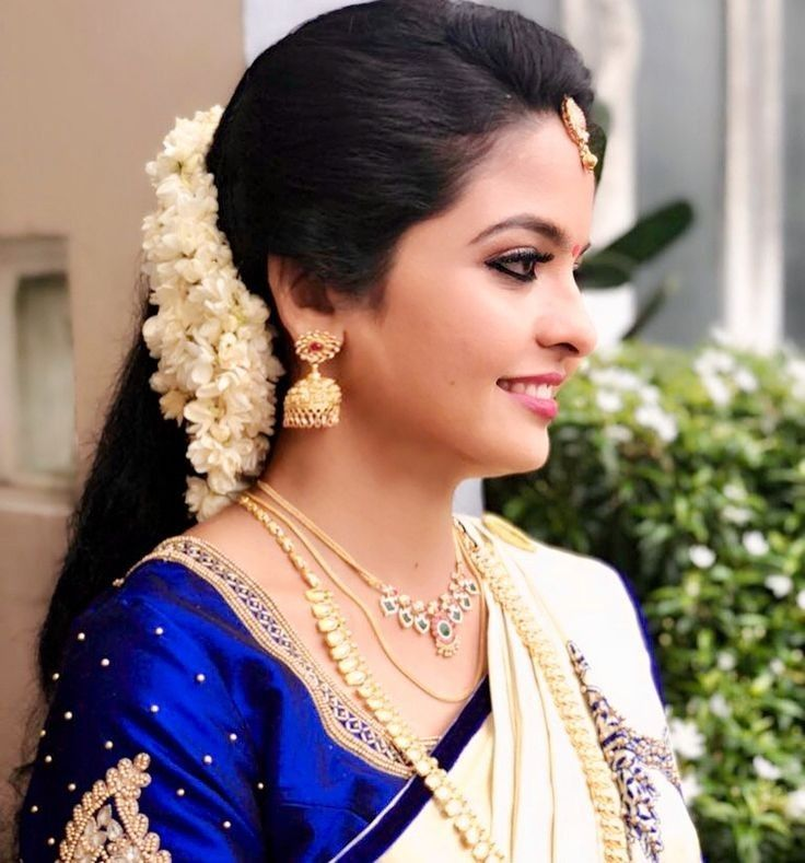 Poo Desings Engagement Hairstyles Indian Bride Hairstyle Saree Hairstyles